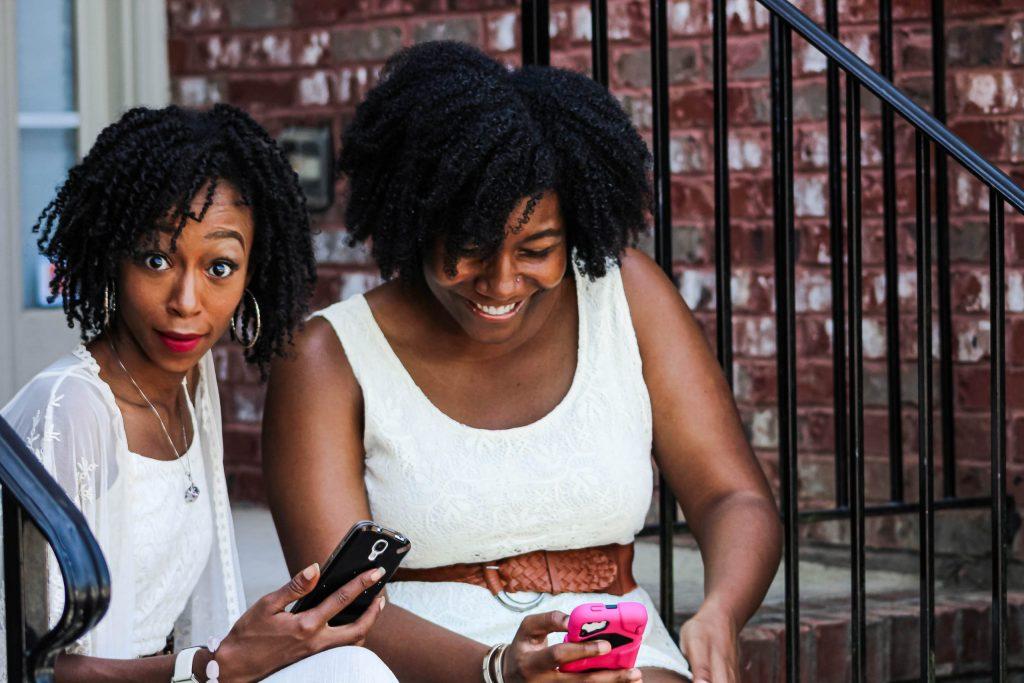 black-women-cell-phones